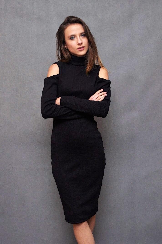743b0a9461 Czarna Sukienka z Wycięciami na Ramionach – Selected Boutique